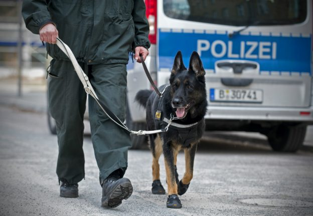 Robber uses 11-year-old son as lookout in Cologne bank heist