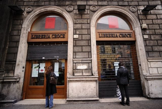 Italy plans tax breaks to save struggling bookshops