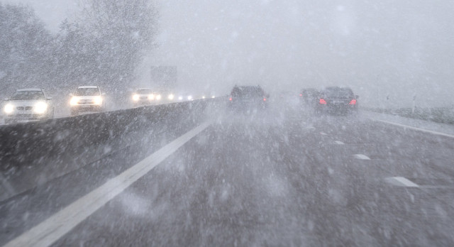 Traffic problems predicted as more snow and harsh weather hits southern Sweden