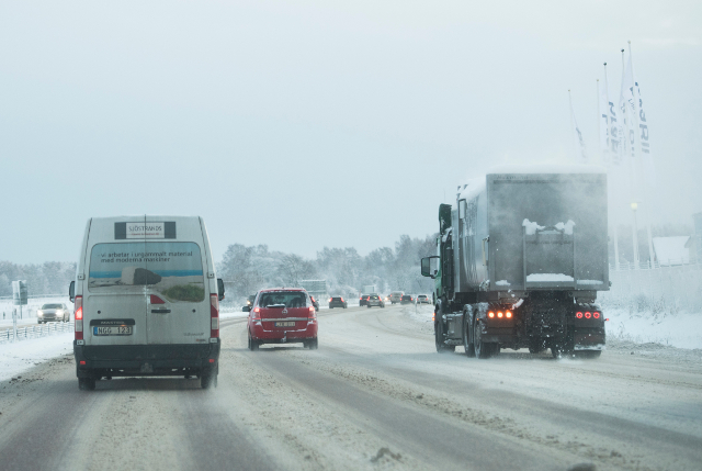 Onset of snow causes string of road accidents in southern Sweden
