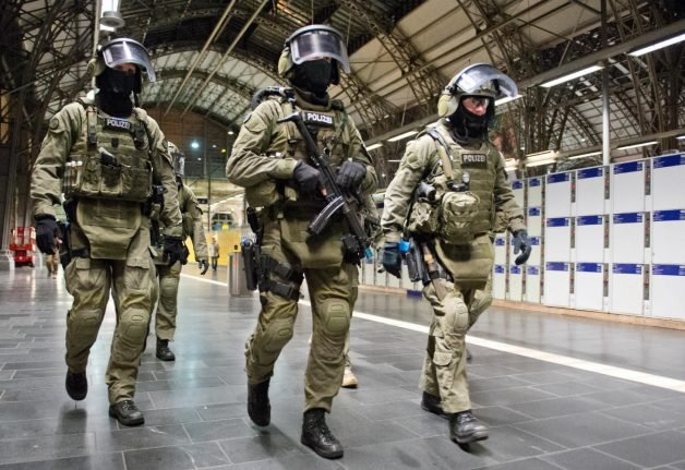 Elite German anti-terror unit to grow by third and move to Berlin