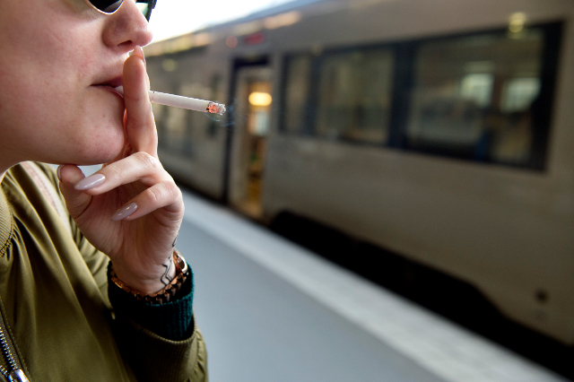 Sweden moves to ban smoking in public places