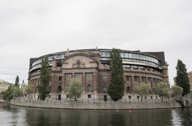 Swedish politician accidentally tries to take knife to the Riksdag