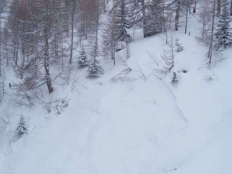 Updated: One dead as avalanche sweeps away skiers in Valais
