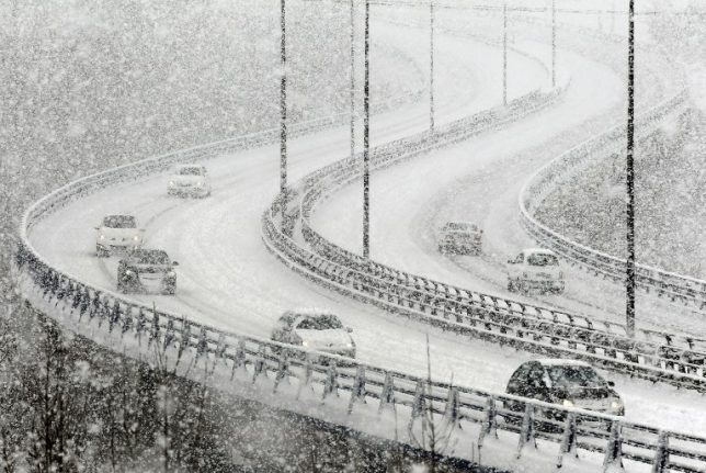 Snow warnings issued for drivers ahead of weekend freeze