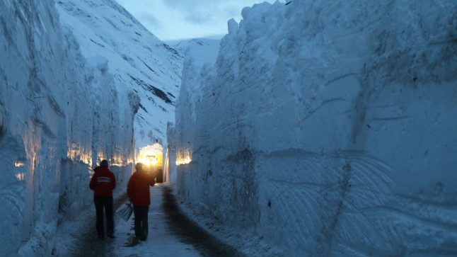 Dramatic images reveal avalanche dangers in French Alps