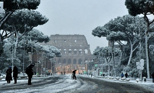 IN PICTURES: Snowmen and skiers in Rome after historic snowfall