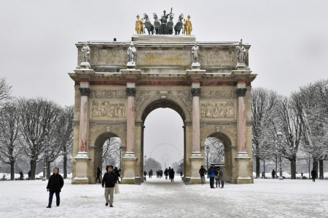 Weather forecast predicts more snow for Paris on Friday