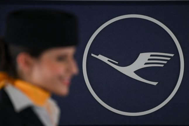 After Air Berlin bankruptcy, Lufthansa soars to record profits in 2017