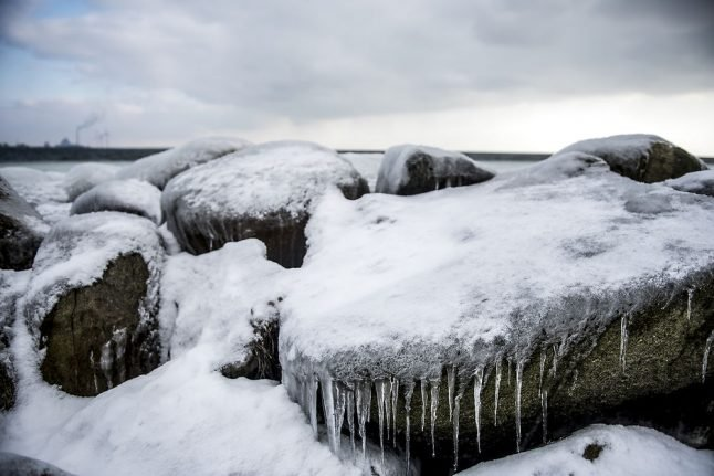 Snowdrifts and more ice likely this week: DMI
