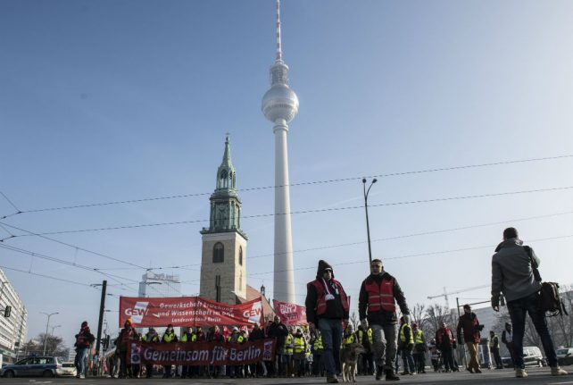 Public sector workers in Germany to strike for more pay 'before Easter'