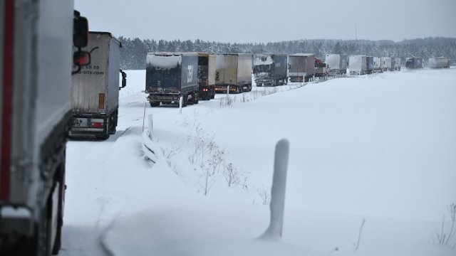 Trains cancelled and roads risky as 'Beast from the East' continues to throttle Sweden