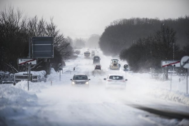 Cold weather causes queues on Danish recovery line