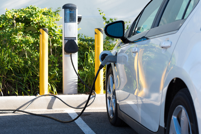 Swiss motorways to get charging points for electric cars