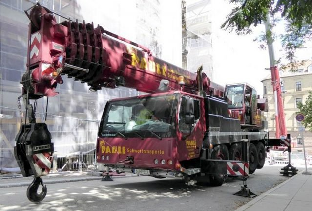 Thieves outwit police by driving 48-tonne crane through Germany