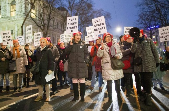 Anti-racists protest against Austrian government