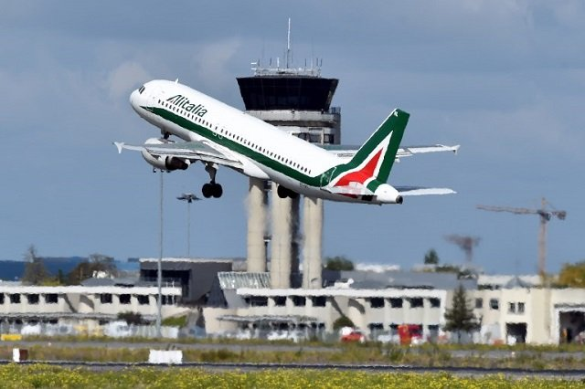 EasyJet one of three airlines in the running to take over Alitalia