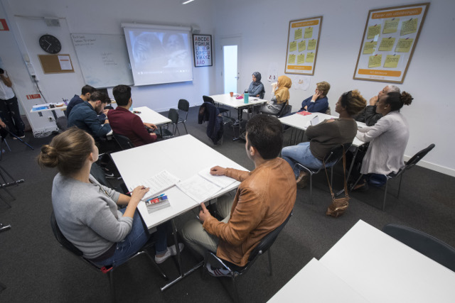 Long queues and lack of teachers hit Swedish for Immigrants courses