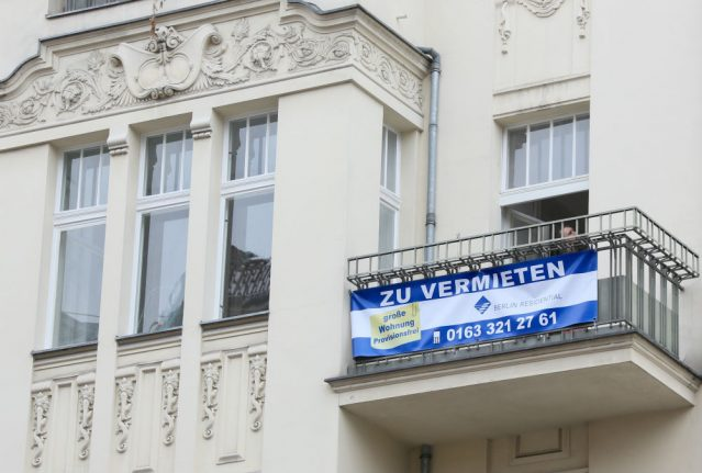 Rent a tent: shared flat in central Berlin posts advert for balcony