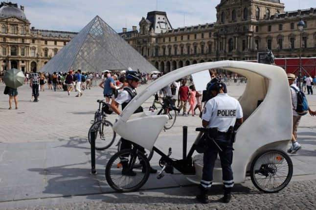 Paris: Pickpocket gang charged over €3million worth of thefts at tourist sites