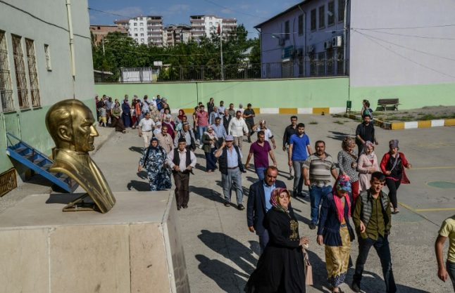 French delegation detained in Turkey during election