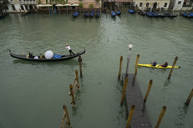 Venice bans kayaks and canoes from the Grand Canal
