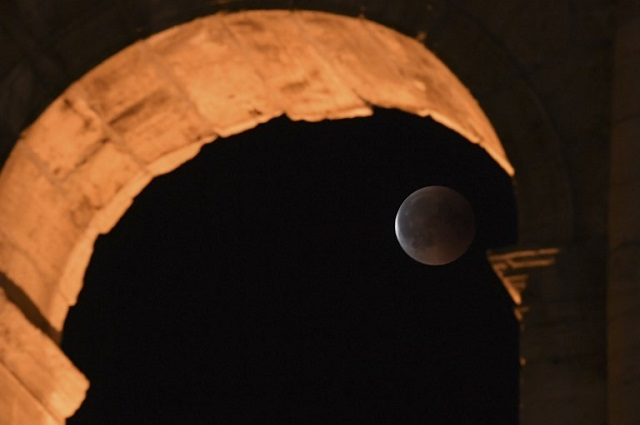 IN PICTURES: The blood moon eclipse, as seen from Italy