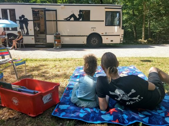 Swedish book bus brings libraries closer to the people