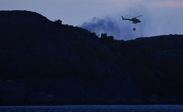 Residents evacuate after fire spreads through Gothenburg island