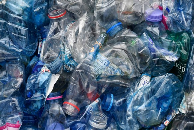 France to set penalties on non-recycled plastic next year