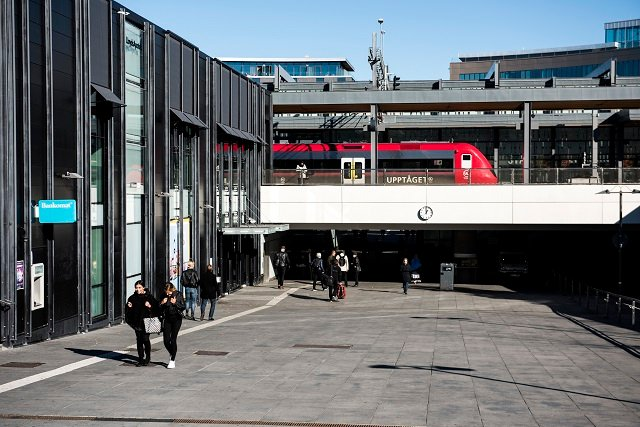 Weather causes disruption and delays for train passengers across Sweden