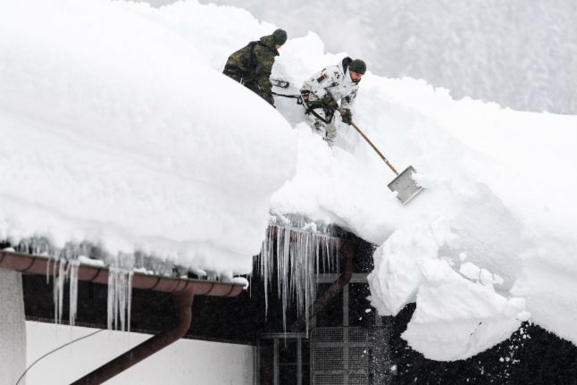 Heavy snow, avalance danger continues in southern Germany