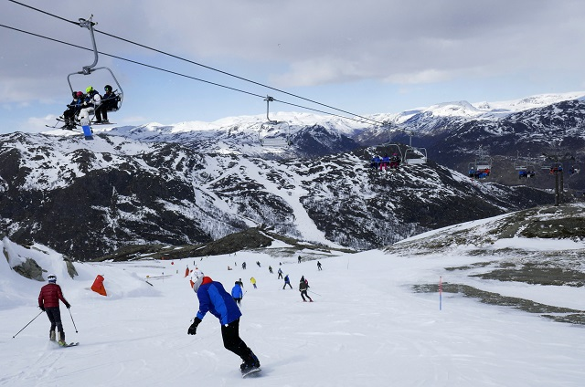 'Mediocre' skiers: this Swedish company has a dream job for you