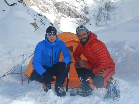Search for missing Italian and British climbers suspended