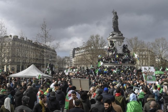 Thousands join Algeria protests in France