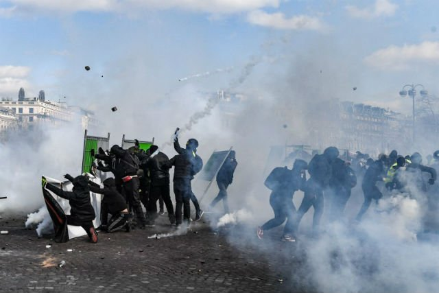 ANALYSIS: The burning of the Champs Elysées does not mark a new beginning more like a last hoorah