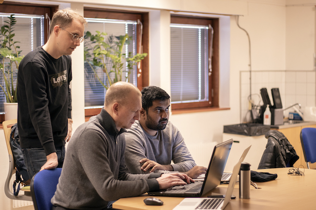 Swedish for Programmers: Three languages for the price of none