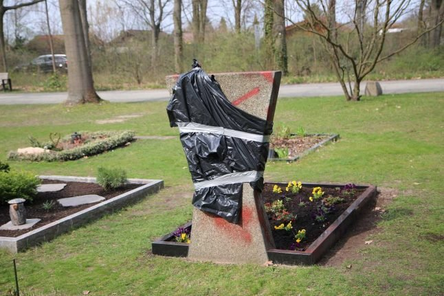 Police graves destroyed, defaced with swastikas in Berlin