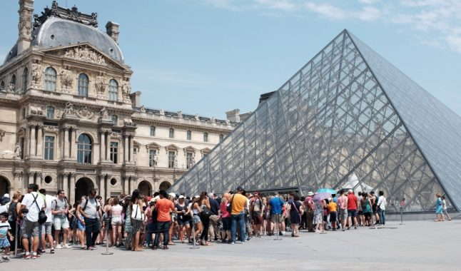 'Suffocating' Louvre closed as security staff go on strike due to overcrowding