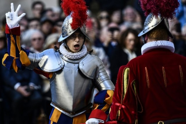 A salary of €1,500 a month and other key figures about the Swiss Guard
