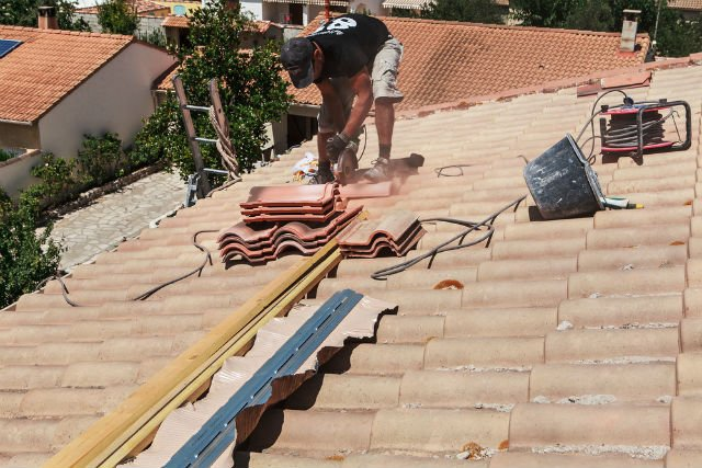 What is a SIRET number and why is it crucial when hiring French tradesmen?