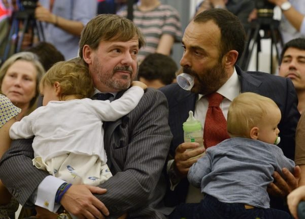 Italy won't recognize gay couple as dads to surrogate babies: top court