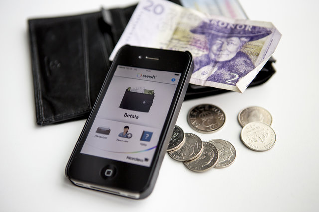 The Local's readers: How Sweden's 'cashless society' affects international residents