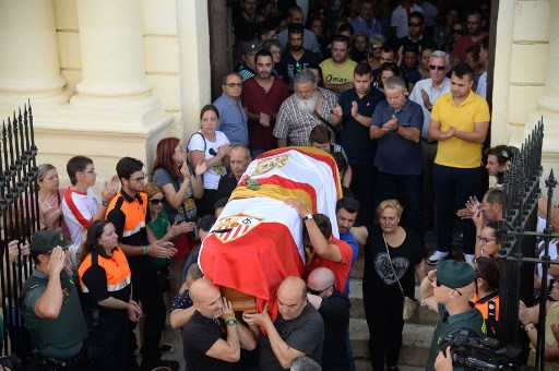 Hundreds mourn Antonio Reyes as footballer laid to rest