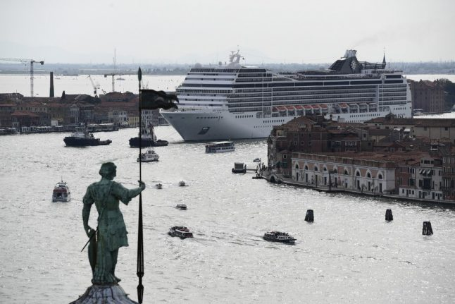 VIDEO: Venice cruise ship nearly crashes during storm