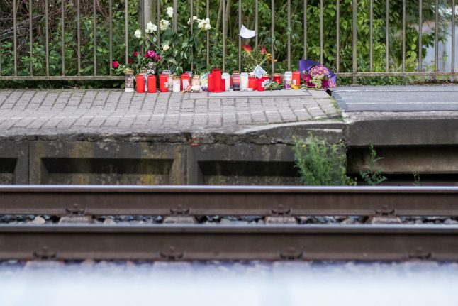 Woman dies after being pushed in front of oncoming train near Duisburg
