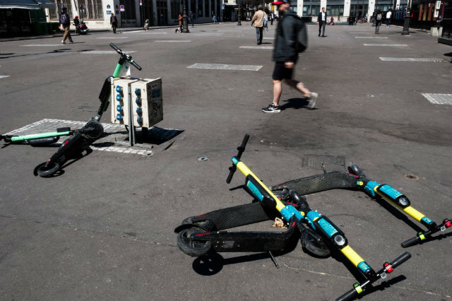 E-scooters crowd out cars on Paris streets