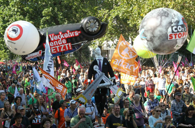Protests against German car industry draw 25,000