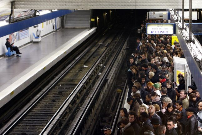 Paris: Transport unions call for indefinite strike in December