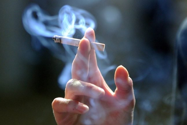 German doctors call for complete ban on smoking advertising